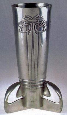 Archibald Knox (1864-1933) - For Liberty & Co. - Vase with Three Legs. Polished Pewter. Circa 1905.