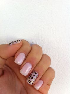 """Shellac """"romantique"""" with leopard accent finger in black and gold"""