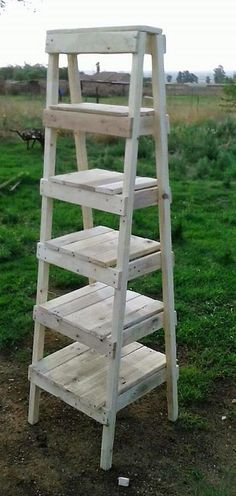 Repurposed Items DIY_Repurposed Items to Sell_Repurposed Items Thrift Stores_Repurposed Items Ideas_Repurposed Items Upcycling_Repurposed Items DIY Thrift Stores_Repurposed Items for Storage recycled wooden pallets turned into a wood display ladder and shelves by repurposing.