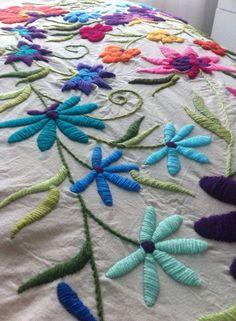 como hacer bordados mexicanos a mano ile ilgili görsel sonucu Mexican Embroidery, Hungarian Embroidery, Embroidery Works, Embroidery Needles, Crewel Embroidery, Embroidery Applique, Embroidery Patterns, Embroidery Techniques, Chain Stitch