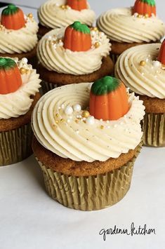 Pumpkin Cupcakes with Browned Butter Cream Cheese Frosting - Gardenia Kitchen Pumpkin cupcakes with browned butter frosting — the perfect fall cupcake! Thanksgiving Cupcakes, Holiday Cupcakes, Pumpkin Cupcakes, Baking Cupcakes, Cupcake Recipes, Baking Recipes, Cupcake Cakes, Dessert Recipes, Cupcakes Fall