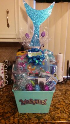 ideas to show love with DIY Christmas gift baskets, Mermaid Christmas gift basket. Christmas Gift Baskets, Easter Gift Baskets, Christmas Diy, Gift Baskets For Kids, Easter Basket Ideas, Easter Hampers, Gift Basket Ideas, Creative Gift Baskets, Candy Gift Baskets