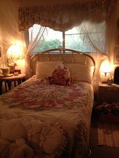 Room Ideas Bedroom, Cozy Bedroom, Bedroom Inspo, Room Decor, Berlin Apartment, Pretty Bedroom, Room Goals, Vintage Room, Room Planning