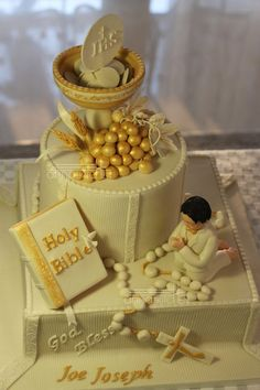 Joe's next step in Piety - Reh Kostüm First Holy Communion Cake, Holy Communion Dresses, Comunion Cakes, Christening Cake Girls, Bible Cake, First Communion Decorations, Religious Cakes, Confirmation Cakes, Crazy Cakes
