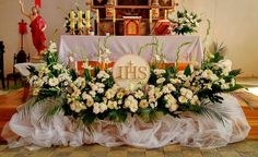 Inspiracja komunijna z wykorzystaniem styropianowej hostii First Holy Communion, Holi, Table Decorations, Home Decor, Church Flower Arrangements, Decoration Home, Room Decor, Holi Celebration, Home Interior Design