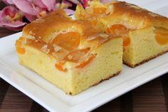 Kaum ist er fertig gebacken, ist der leckere Blechkuchen mit Marillen schon wieder aufgegessen. Ein schönes Rezept, mit dem das Backen Spaß macht. Dessert Recipes, Desserts, Relleno, Ricotta, Donuts, Carrots, Sweet Tooth, Sweet Treats, Cheesecake