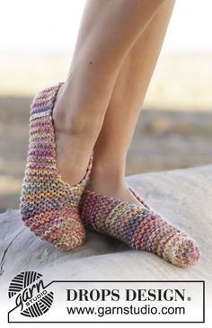 "Spring Around - Knitted DROPS slippers in garter st in 4 strands ""Fabel"". Size 35 - - Free pattern by DROPS Design Diy Crochet And Knitting, Crochet Socks, How To Start Knitting, Knitted Slippers, Knitting Socks, Knitting Patterns Free, Knit Patterns, Free Knitting, Free Pattern"