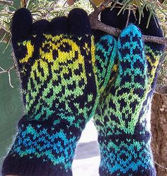 Ravelry: Night Owl Gloves pattern by Natalia Moreva