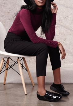 Comfy and cute look for fall. These patent oxford shoes provide lots of support and still look dressy enough for work. They tie, so are adjustable for wide or narrow feet. Casual Oxford Shoes, Cool Style, My Style, Black Women Fashion, Business Outfits, Work Attire, Casual Chic, Autumn Winter Fashion, Cute Outfits