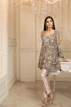Maria b couture latest fancy formal wedding dresses pakistan terz Pakistani Fashion Party Wear, Pakistani Formal Dresses, Pakistani Wedding Outfits, Pakistani Couture, Formal Dresses For Weddings, Pakistani Dress Design, Indian Dresses, Indian Outfits, Indian Fashion