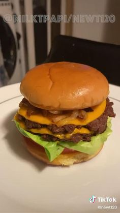 Vegetarian Barbecue, Vegetarian Cooking, Barbecue Recipes, Fun Baking Recipes, Cooking Recipes, Cooking Tips, Burger Sauces Recipe, Crazy Burger, Beyond Meat Burger