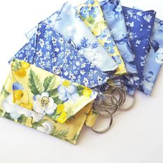 Just finished the first batch of those summer prints... 20 more to go🌻@alibshelikes  #etsy  #keychain  #holiday #backtoschool  #craft #handmade #gift #summercolor #summer #madewithlove #heartstreet #handmadeisbetter #cottonfabric #linen #blue #yellow #flowers #keychainwallet #heartstreetcraft