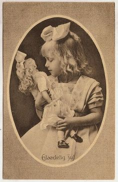 Vintage girl with doll Vintage Children Photos, Vintage Kids, Children Images, Vintage Images, Antique Photos, Vintage Photographs, Antique Dolls, Vintage Dolls, Old Pictures