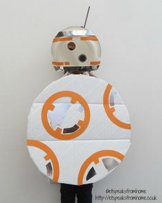 DIY BB8 Costume Star Wars World Book Day using paper plate and cardboard - ET Speaks From Home