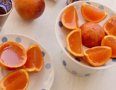 Ez+a+desszert+amilyen+egyszerű,+olyan+mutatós+és+egészséges. Színes+zselé+narancshéjakban