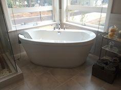 Free standing white tub