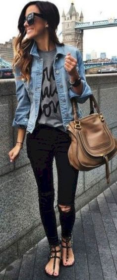Cute 25+ Best Spring Outfits Collections For Women Look More Beautiful https://www.tukuoke.com/25-best-spring-outfits-collections-for-women-look-more-beautiful-16214
