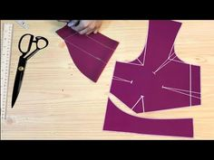 Simple Blouse Cutting Very Easy methode step by step Chudidhar Neck Designs, Fancy Blouse Designs, Sari Blouse Designs, Saree Blouse Patterns, Baby Girl Dress Patterns, Skirt Patterns Sewing, Pattern Sewing, Coat Patterns, Princess Cut Blouse