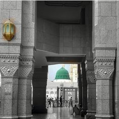The Door that open to happiness of every Muslim living in this World. What is the first thought comes to your mind by seeing this scene. Masjid Al Nabawi, Masjid Haram, Mecca Masjid, Mecca Wallpaper, Islamic Wallpaper, Islamic Images, Islamic Pictures, Islamic Quotes, Beautiful Mosques