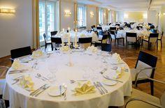 Der Salon im Restaurant Eschenbach kann für bis zu 150 Personen exklusiv gemietet werden. Hotels, Salzburg, Conference Room, Restaurant, Table Decorations, Furniture, Home Decor, Living Room, Celebrations