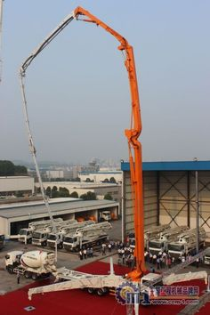A new record-breaking machine: the 80 meters high concrete pump mounted on a road truck (7 sections, 4 of which are made of Carbotech), using carbon fiber for part of the boom structure from CIFA-ZOOMLION.