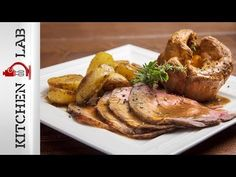 Sunday roast by Greek chef Akis Petretzikis. A super tender, juicy and delicious roast served with roast potatoes, pudding and your own special homemade gravy! Roast Pork Chops, Greek Dishes, Sunday Roast, Meat Lovers, Oven Recipes, Greek Recipes, Turkey, Homemade, Breakfast