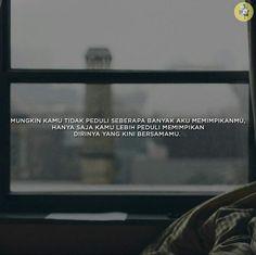 MUNGKIN KAMU TIDAK PEDULI SEBERAPA BANYAK AKU MEMIMPIKANMU, HANYA SAJA KAMU LEBIH PEDULI MEMIMPIKAN DIRINYA YANG KINI BERSAMAKU Quotes Rindu, People Quotes, Daily Quotes, Where Is The Love, Romantic Room, Quotes Indonesia, Heartbroken Quotes, Do You Really, Relationship Quotes