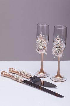 Boda copas y servidor de la torta set perla flautas de champán
