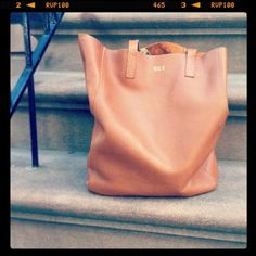 Cuyana Tall Leather Caramel Tote   Spotted on @blaireadiebee