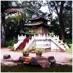 Le temple d'Or de Kunming. Un havre de paix où il fait bon rêvasser.. #instaphoto #instatravel #travel #travelblog #travelpic #picoftheday #voyage #trip #tdm #tourdumonde #backpack #china #chine #kunming #goldentemple #templedor #parc #park #nature #peace #rest #paix #beautiful #awesome #yunnan #sun #blouptrotters (by blouptrotters)