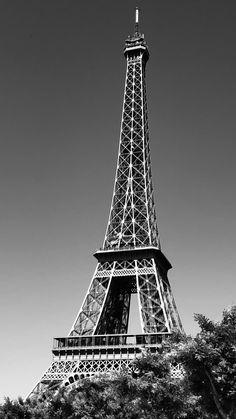 Paris Background, Mercedes Benz Wallpaper, Black Grey Ombre, Cityscape Photography, Pretty Wallpapers, Bts Lockscreen, Tour Eiffel, Disney Wallpaper, Art And Architecture