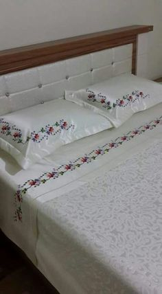 This Pin was discovered by els Quilt Bedding, Linen Bedding, Bedding Sets, Bed Linens, Bed Cover Design, Purple Bedding, Bed Linen Sets, Linens And Lace, Diy Bed