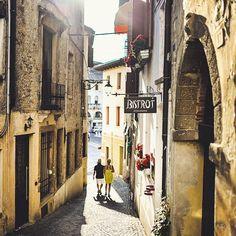 «Lovely narrow street in Asolo. #ThrowbackItaly»