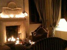 Sala del camino a Villa Rota. Fireplace   #wedding #matrimonio #sposi #villarota #ravenna #weddingplanner #camino #fireplace