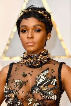 Several stars hit the red carpet at the Oscars 2017 in gorgeous hairstyles—Emma Roberts' red hair, Charlize Theron's chic ponytail, Taraji P. Henson's curls, the list goes on and on. But Janelle Monáe's new pixie cut is quite possibly our favorite. Oscar Hairstyles, Fall Wedding Hairstyles, Pixie Hairstyles, Celebrity Hairstyles, Cool Hairstyles, Gorgeous Hairstyles, Modern Hairstyles, Celebrity Short Hair, Celebrity Makeup Looks