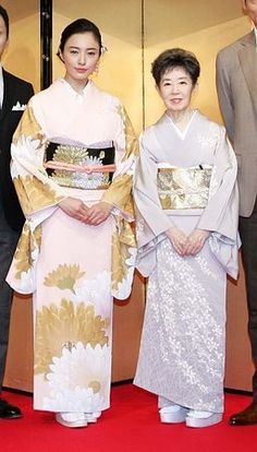 Kimono Japan, Japanese Kimono, Chinese Dance, Lexus Is250, Japanese Costume, Japanese Outfits, Married Woman, Japanese Beauty, Kimonos