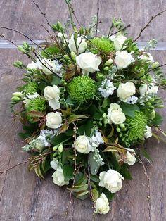 Rouwstuk met bloesemtakken Casket Flowers, Funeral Flowers, Wedding Flowers, Grave Decorations, Flower Decorations, Christmas Floral Arrangements, Flower Arrangements, Casket Sprays, Funeral Tributes
