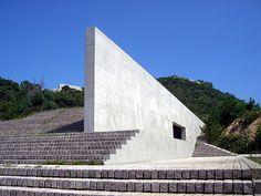 Progettista: Ando Tadao  Tema Progettuale: Museo e annessi    Luogo: Naoshima    Superficie di intervento: area del lotto 44700mq, area costruita 17750,5 mq, superficie totale 3643,4 mq    Cronologia realizzazione: 1990-1995