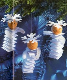 Crafts colored paper From accordion folded strips of paper can be made here is the original Christmas decorations. Hold a candle on a Christmas Diy Christmas Ornaments, Christmas Angels, Christmas Art, Winter Christmas, Christmas Gifts, Christmas Decorations, Angel Ornaments, Snow Angels, Snowflake Ornaments
