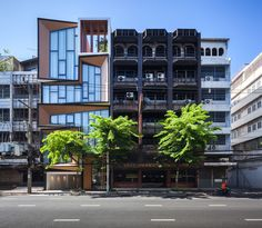 This surprising building transformation in Bangkok, Thailand comes from IDIN Architects, who managed to re-purpose an old, wrecked commercial building. Mini Clubman, Building Exterior, Building Facade, Building Ideas, Dream Home Design, House Design, Architecture Cool, Townhouse, Home And Family