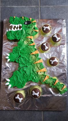 Dinosaur cupcake cake...