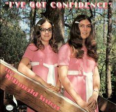 Sisters de pink perdidas en el bosque. No las busca nadie.