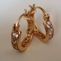 Earring Beautiful hoop earring white Crystal and 18k gold plated earring jewelry.(NEW) No Trades. No Holds. No PayPal. Jewelry Earrings