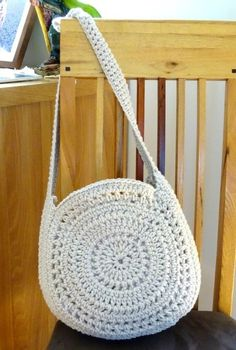 Handmade crochet bag finished in a beige cotton/acrylic yarn. Custom orders and colours available on request. Handmade crochet bag finished in a beige cotton/acrylic yarn. Custom orders and colours available on request. Bag Crochet, Mode Crochet, Crochet Shell Stitch, Crochet Handbags, Crochet Poncho, Crochet Stitches, Diy Bags Patterns, Purse Patterns, Crochet Patterns