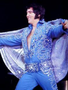 Elvis Presley Songs, Elvis Presley Pictures, Memphis Mafia, Elvis In Concert, Cool Websites, Belle Photo, Beautiful Creatures, Rock N Roll, I Movie