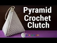 Best 12 Watch the Video Tutorial and find out how to make a very easy and unique Crochet Clutch! Crochet Clutch Pattern, Crochet Coin Purse, Bag Crochet, Crochet Handbags, Crochet Purses, Crochet Stitches, Crochet Hooks, Crochet Patterns, Triangle Bag