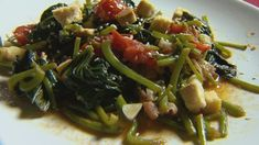 Édesburgonya-levél saláta Seaweed Salad, Wok, Bacon, Ethnic Recipes, Pork Belly