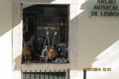 Bom dia e votos de uma ótima semana! Procura um instrumento musical? Venha visitar-nos à Rua da Oliveira ao Carmo 2 ou no website www.salaomusical.com