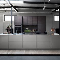 Bistro ask brunbets Kitchen Dinning Room, Loft, Interior Design Kitchen, Home Kitchens, Dark Kitchens, House Design, Home Decor, Kitchen Ideas, Inspirational Pics