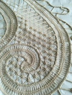 Romanian Lace, Bobbin Lace Patterns, Point Lace, Crochet Tablecloth, Cut Work, Needle Lace, New Crafts, Lace Making, Crochet Flowers